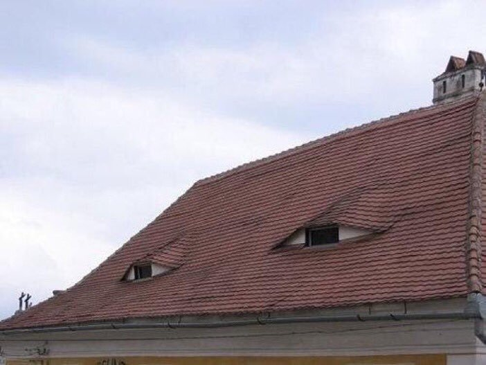 This building looks suspicious 😀