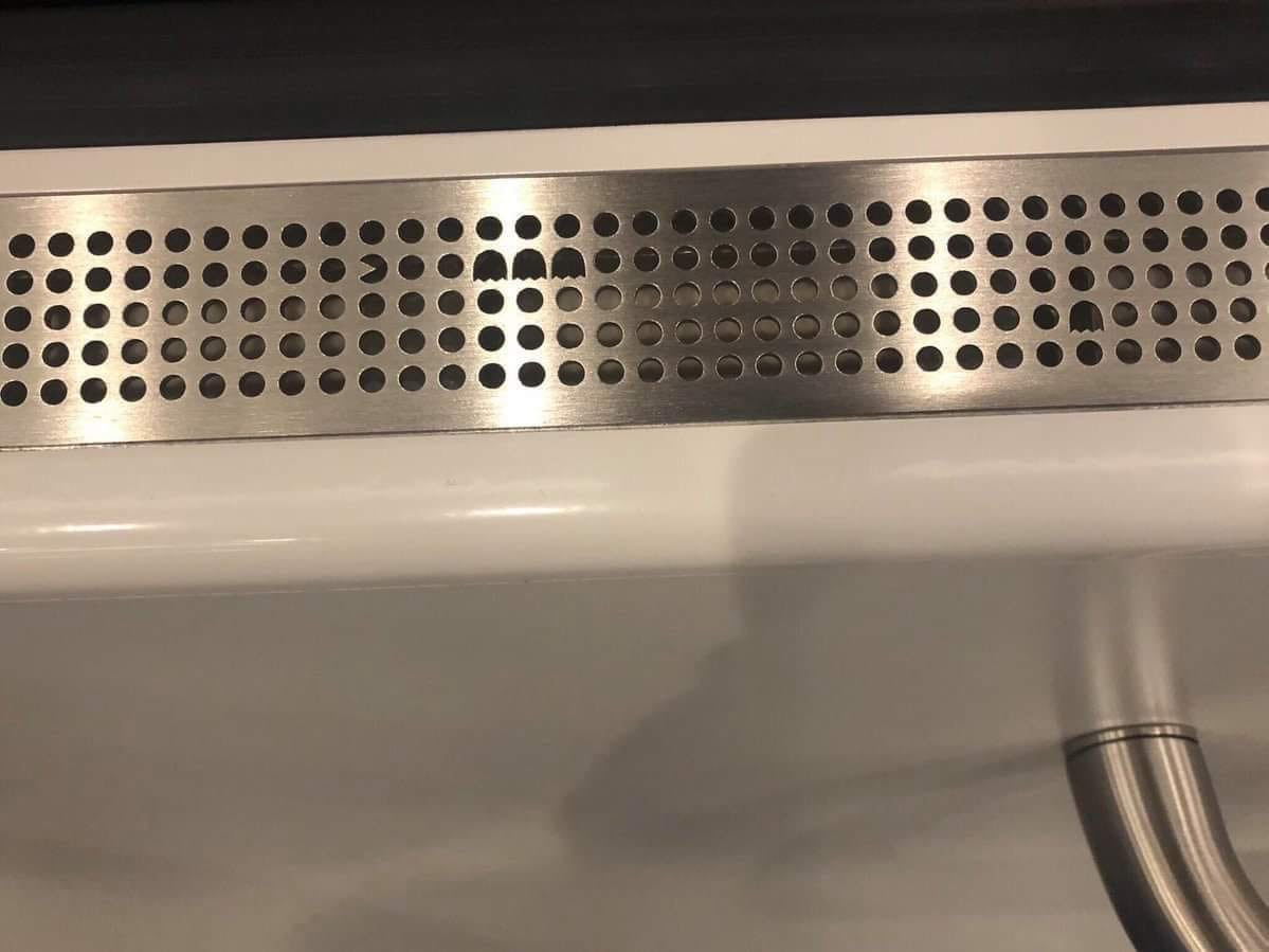 Loving the air vent on the subway in Stockholm 😃