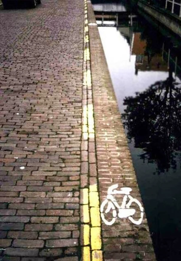 Not convinced about the bike lane next to the canal! 😀