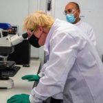 Boris Johnson examining a nurse's payrise! 😏